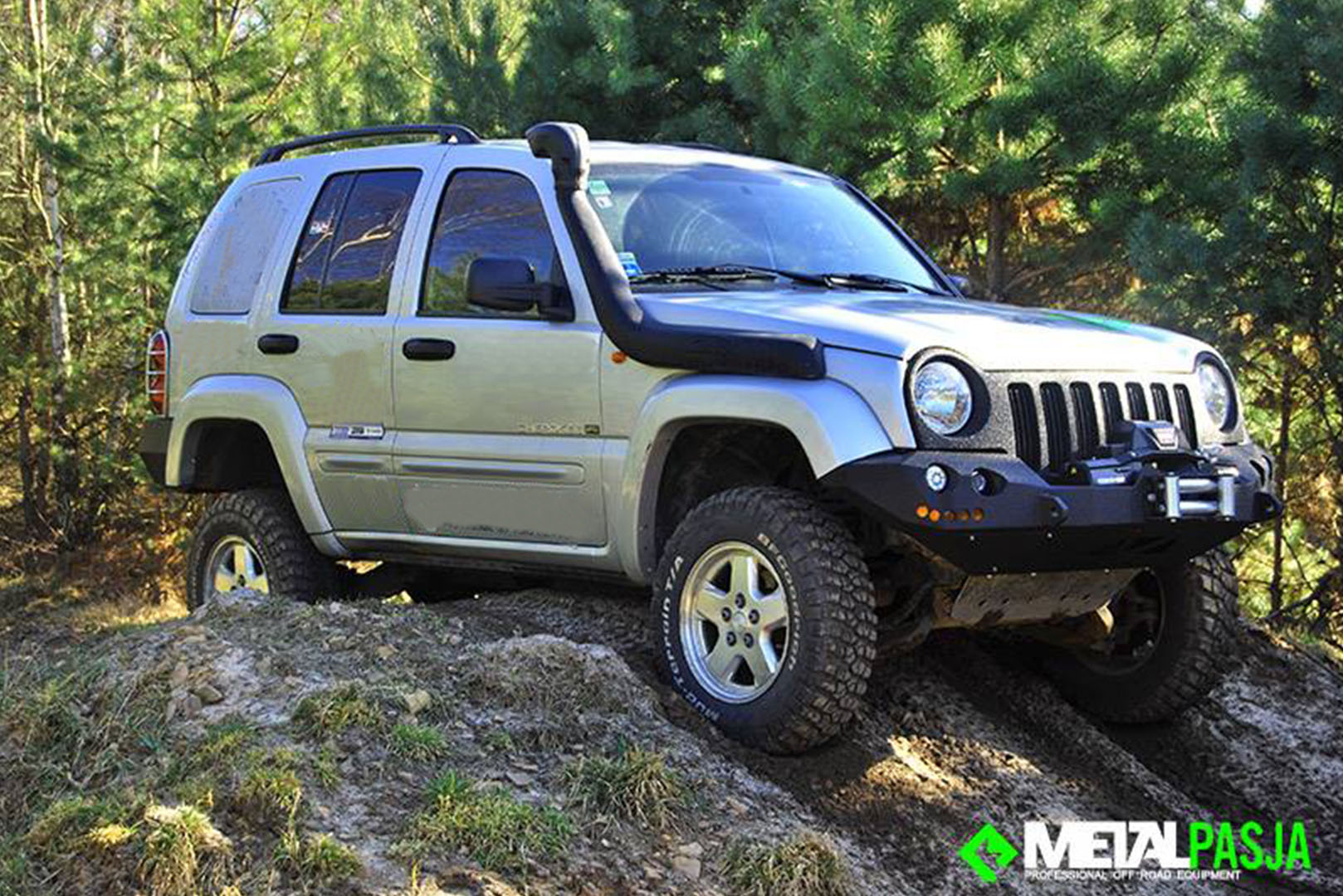 jeep cherokee kj liberty off road. Black Bedroom Furniture Sets. Home Design Ideas
